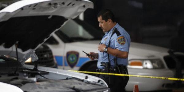 Usa, chiude i due figli in auto per punirli | I bambini sono morti, arrestata la donna