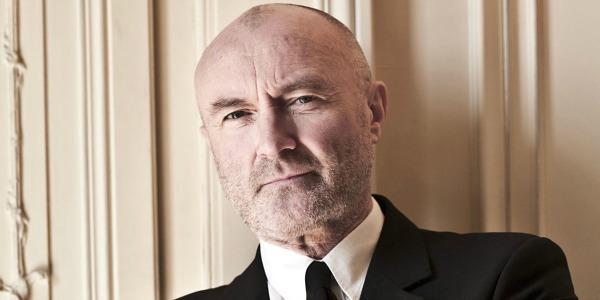 Phil Collins cade e sbatte la testa: annullati concerti di Londra