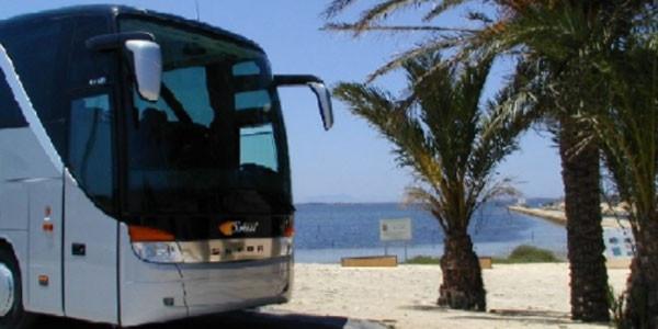 Un giovane sudanese ha tentato di far sbandare un bus in Sicilia