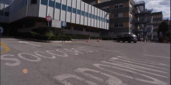 Teramo, oncologa uccisa alla fine del turno | La donna aggrdita nel parcheggio dell'ospedale