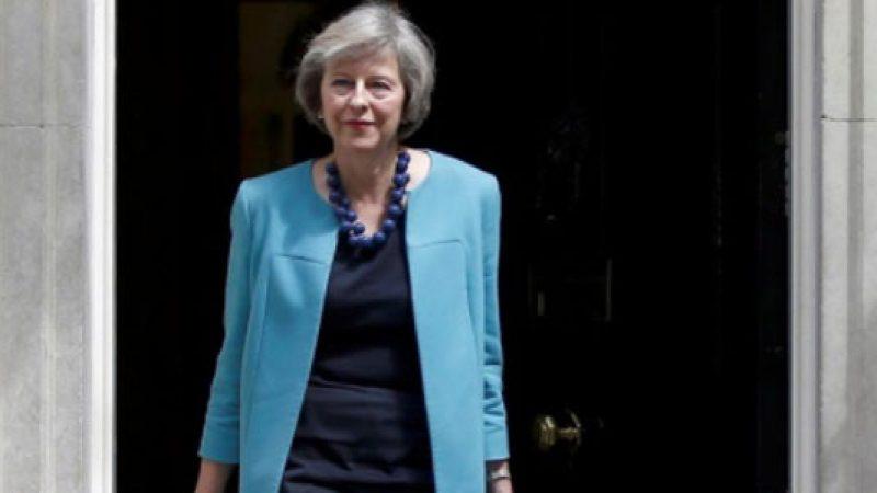 Brexit, Theresa May rischia il voto di sfiducia