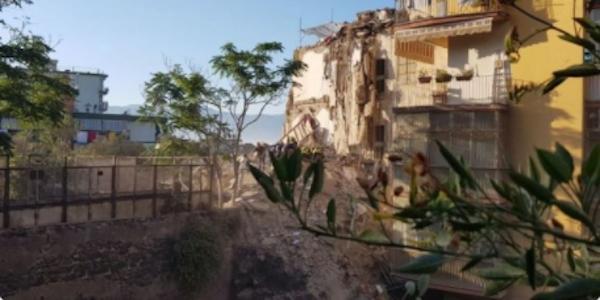 Disastro di Torre Annunziata, la Procura indaga | L'ombra della camorra sui lavori al secondo piano