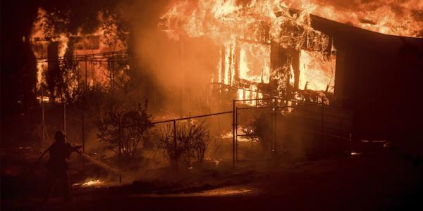 California ancora in fiamme, 8.000 evacuati