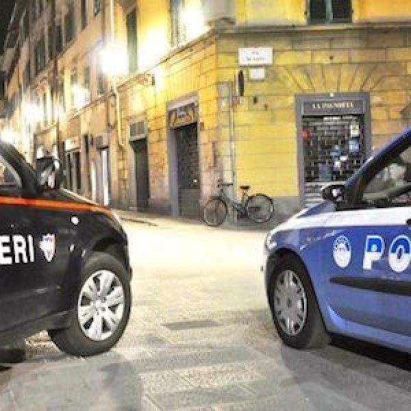 Napoli, nigeriano aggredisce tre passanti: fermato dalla polizia