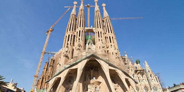 Barcellona, falso allarme alla Sagrada Familia | Artificieri in azione per una presunta bomba