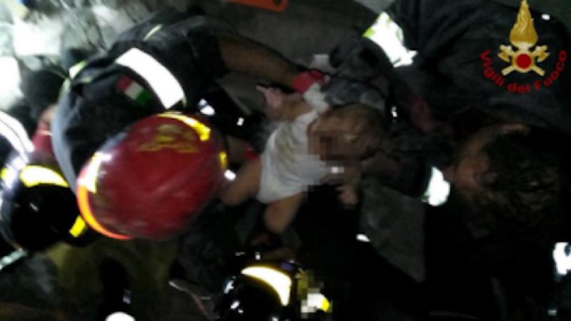Terremoto a Ischia, due donne sono morte | Salvati tre fratellini dalle macerie, 17 i feriti