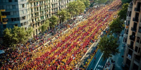 Migliaia in strada a Barcellona