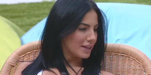"""Gf Vip, Giulia attaccata da Signorini: """"Leggi di più, sei ignorante"""""""