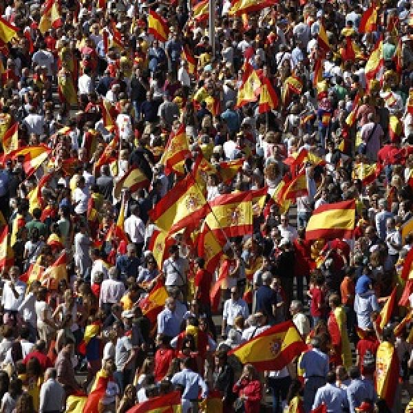 Catalogna, annullata dichiarazione indipendenza |Sciopero degli indipendentisti paralizza il traffico