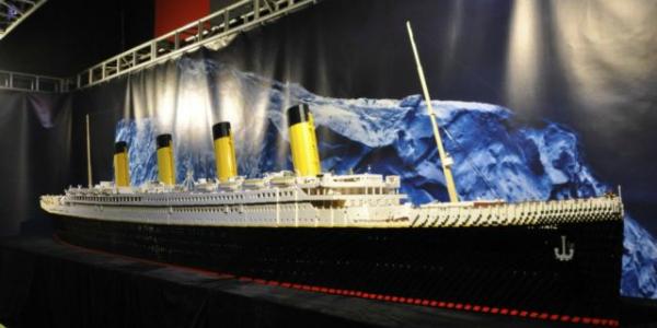Roma, bambini distruggono Titanic di Lego: 1500 euro di multa ai genitori