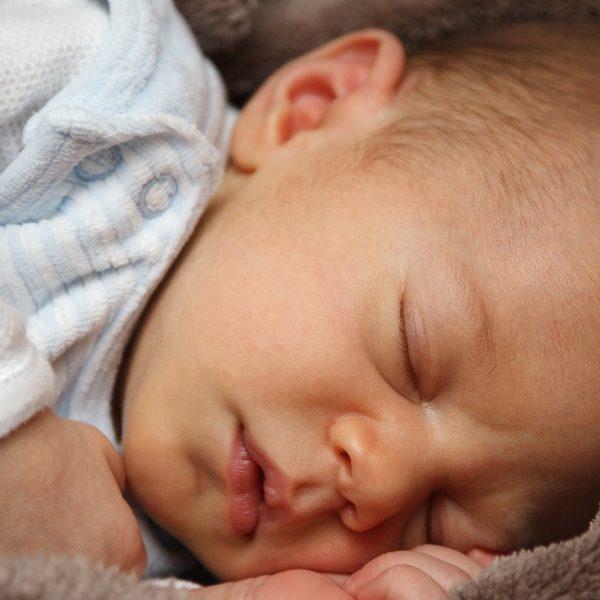 Come dorme il vostro bimbo? La posizione giusta per la nanna