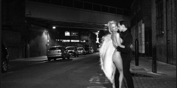 Pamela Anderson posa nuda per David LaChapelle FOTO