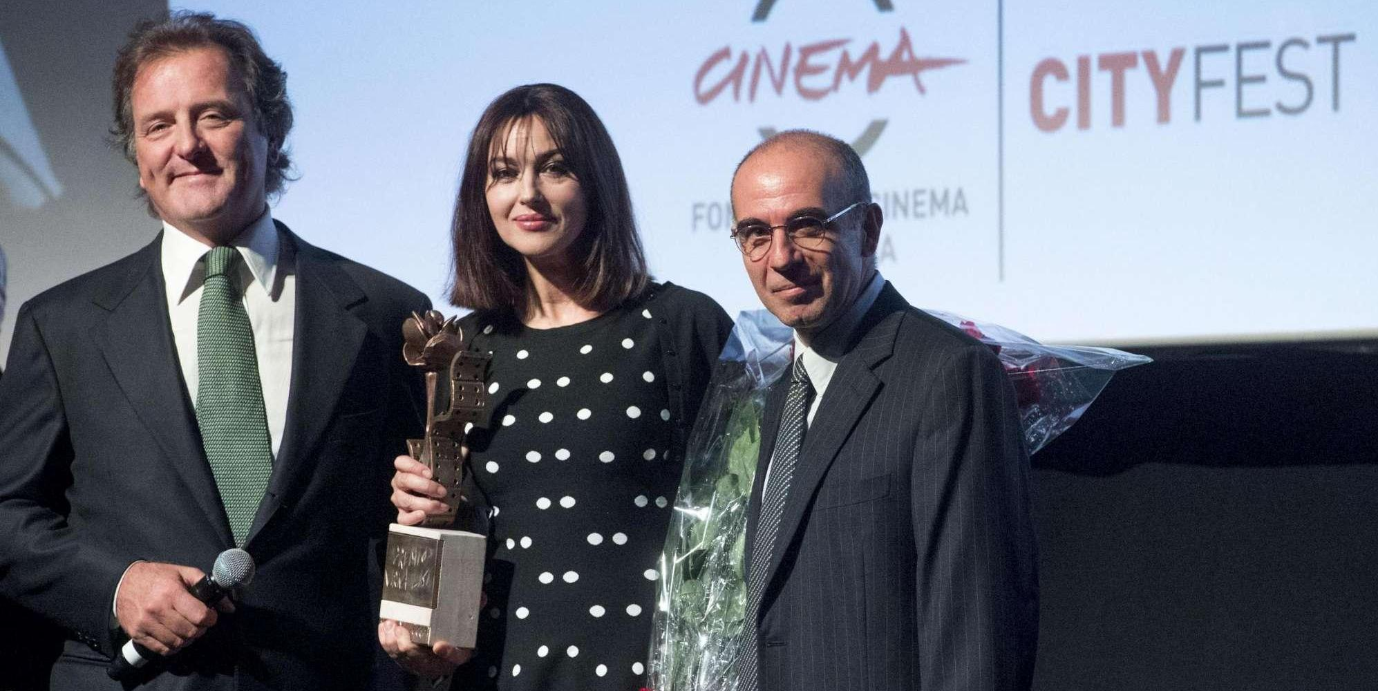 """Monica Bellucci ritira il Premio Virna Lisi: """"Emozione riceverlo dal mio regista"""""""