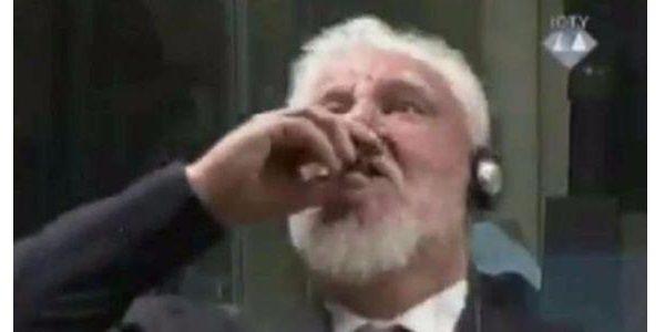 Praljak condannato in Appello all'Aja beve veleno