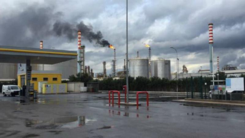 "A Taranto fiamme e fumo da torce Eni <u><b><font color=""#343A90"">FT</font></u></b>| &#8220;Nessun danno nè pericoli per l&#8217;ambiente&#8221;"