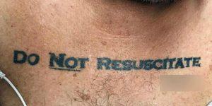 Arriva in ospedale con il tatuaggio Non rianimatemi: ecco la scelta dei medici