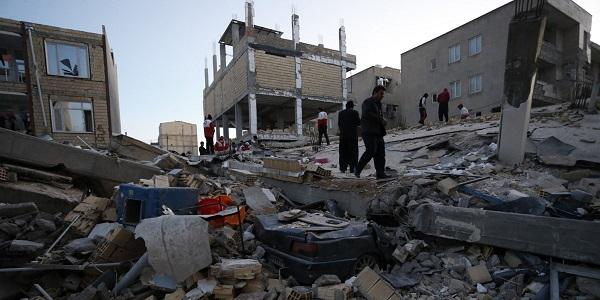 Terremoto in Iran, tanta paura e gente per strada  Morta una donna incinta, trenta i feriti