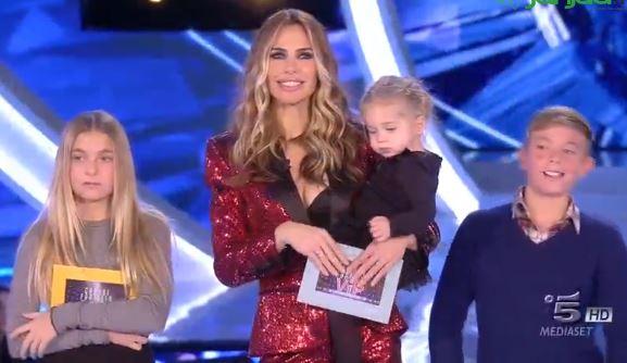 Ilary Blasi sorpresa al GF: i figli In studio, Totti resta in disparte
