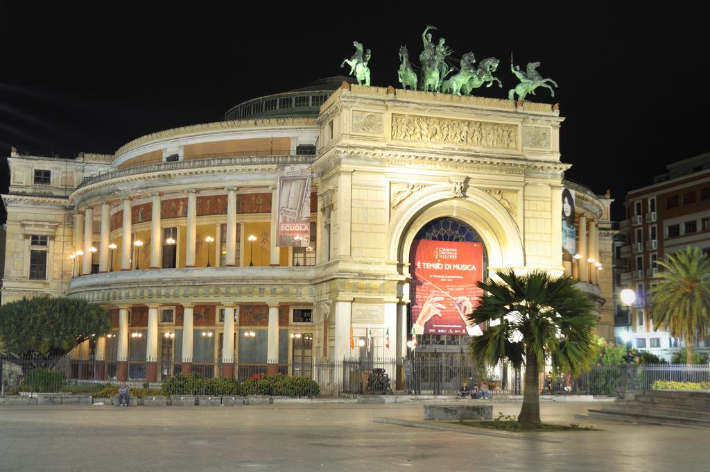 Palermo, giovani artisti al Teatro Politeama: si parte con Andersen