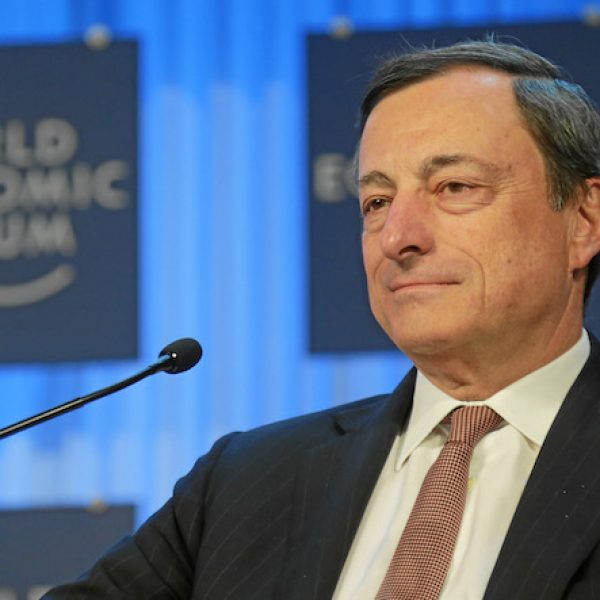 La Bce lascia invariati i tassi d'interesse, Draghi: