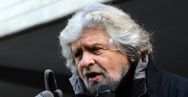 """Grillo: """"Siamo rimasti solo noi e Forza Italia"""""""