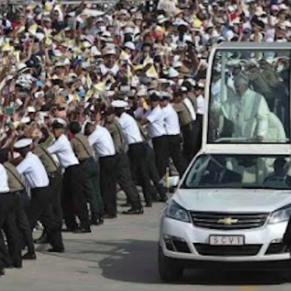 """Il Papa saluta il Perù: """"Non sradicatevi, abbiate speranza"""""""