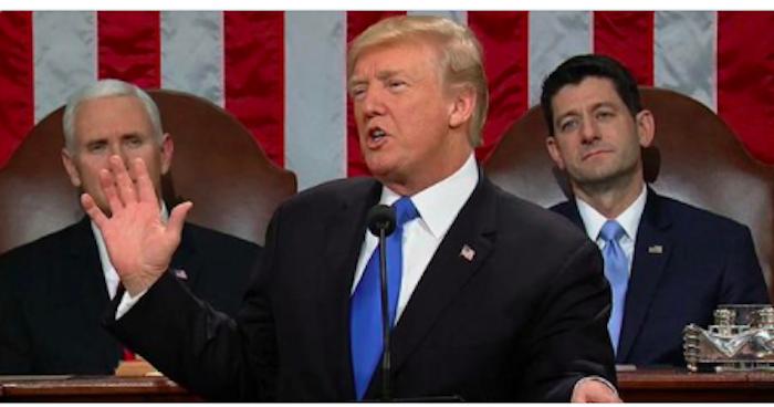 """Trump parla agli americani: """"Questo è il vostro momento"""""""