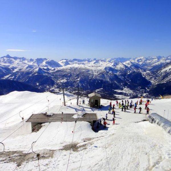Incidente a Sestriere, sciatore muore sbattendo la testa