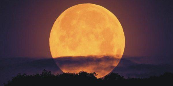 Capodanno con la Superluna, in arrivo un cielo spettacolare