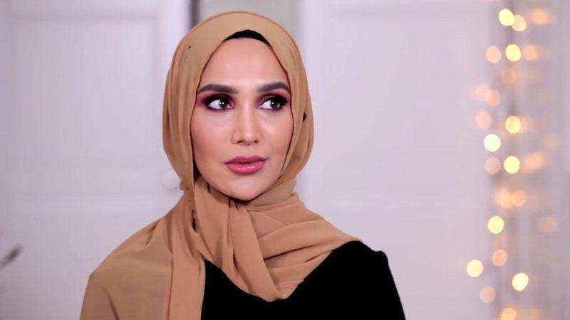 L'Oreal, licenziata la modella velata Amena Khan dopo tweet su Israele