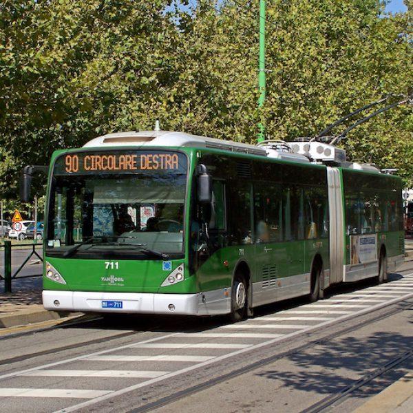 17enne ferito bus milano, accoltellamento bus milano, accoltellamentoi linea 80 milano, aggressione bus milano