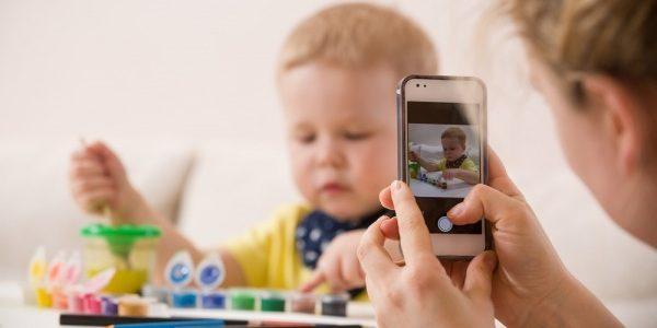 Foto dei figli sui social? Multe fino diecimila euro