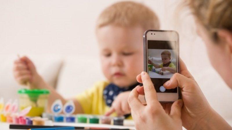 Roma, multa salata per chi pubblica foto dei figli sui social