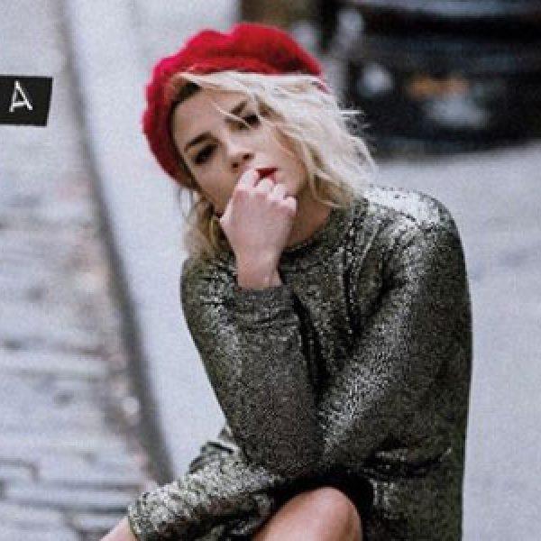 """Emma sui social presenta il suo nuovo album: """"Essere qui"""""""