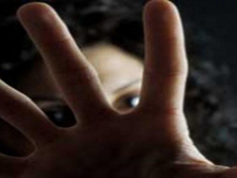 Atti sessuali con minore, prof arrestato