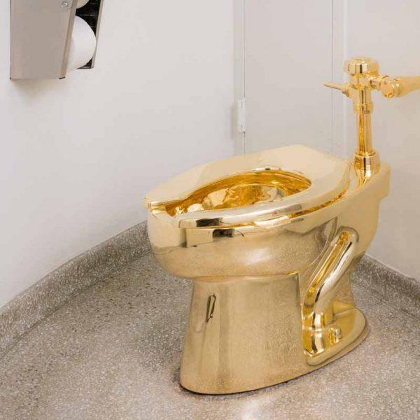 Trump, non riceve un Van Gogh ma il wc d'oro di Cattelan