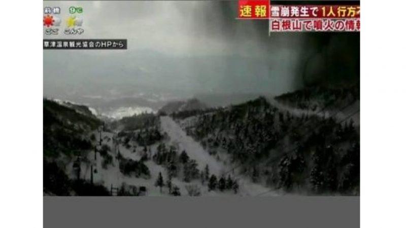 Giappone, vulcano in eruzione: un morto e 11 feriti