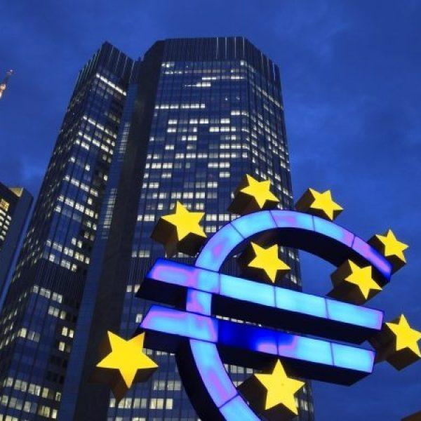 "Draghi a Bruxelles: ""Eurozona in crescita"", ma è cauto sull'inflazione"
