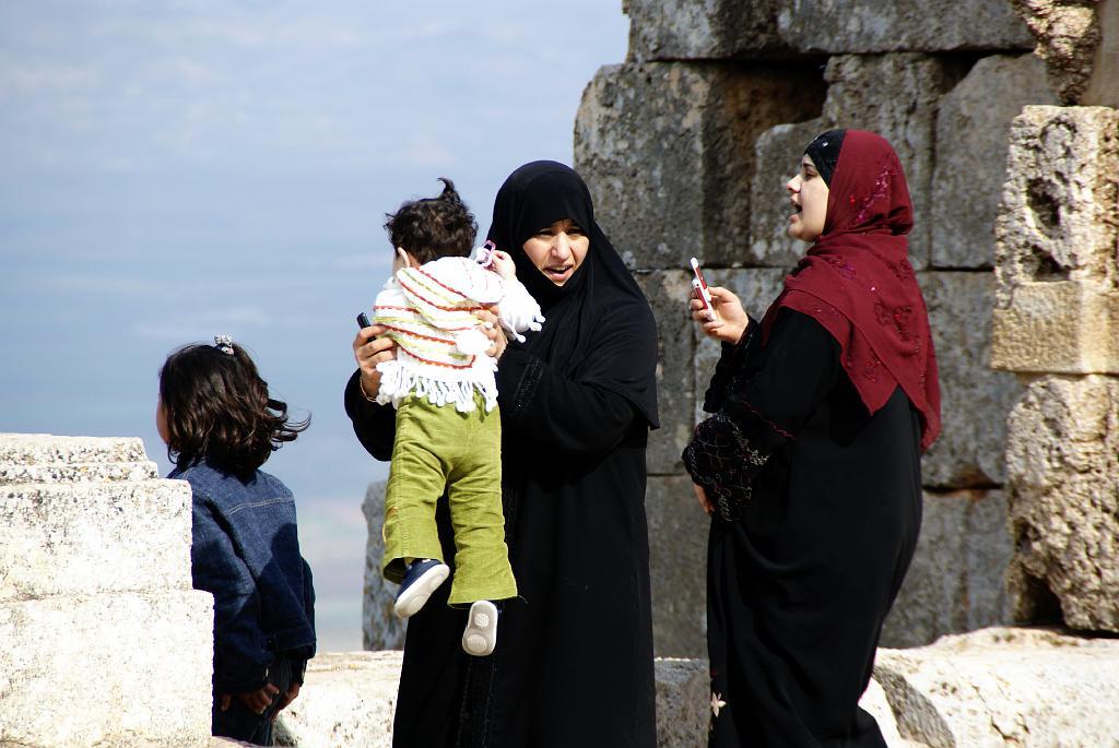 """ONU, gli operatori """"violentano le donne siriane"""""""