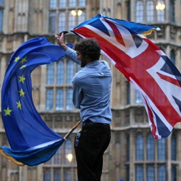 Negoziati post-Brexit: May rifiuta proposta sull'Irlanda del Nord