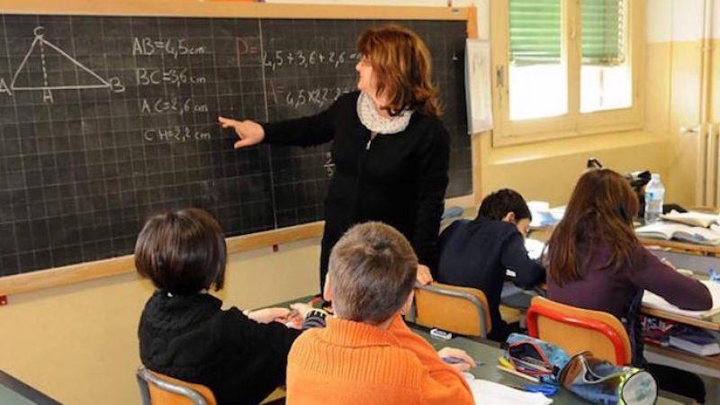 Scuola, firmato il contratto: aumenti fino 110 euro
