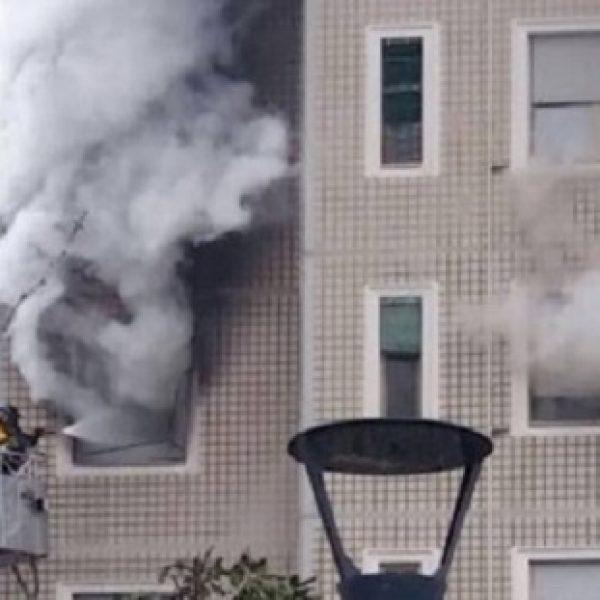 Milano, rogo in un palazzo: inquilini evacuati