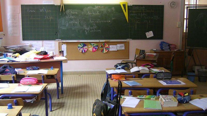 """Scriveva """"squola"""" al posto di """"scuola"""": maestra licenziata a Venezia"""