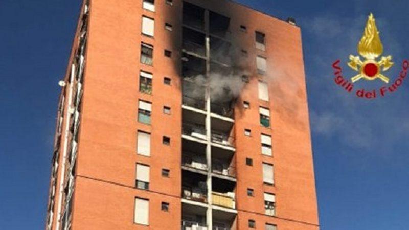 Incendio palazzo Milano, muore il 13enne ustionato