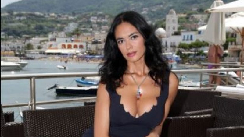 La gaffe di Maria Grazia Cucinotta che scambia Ischia per Taormina