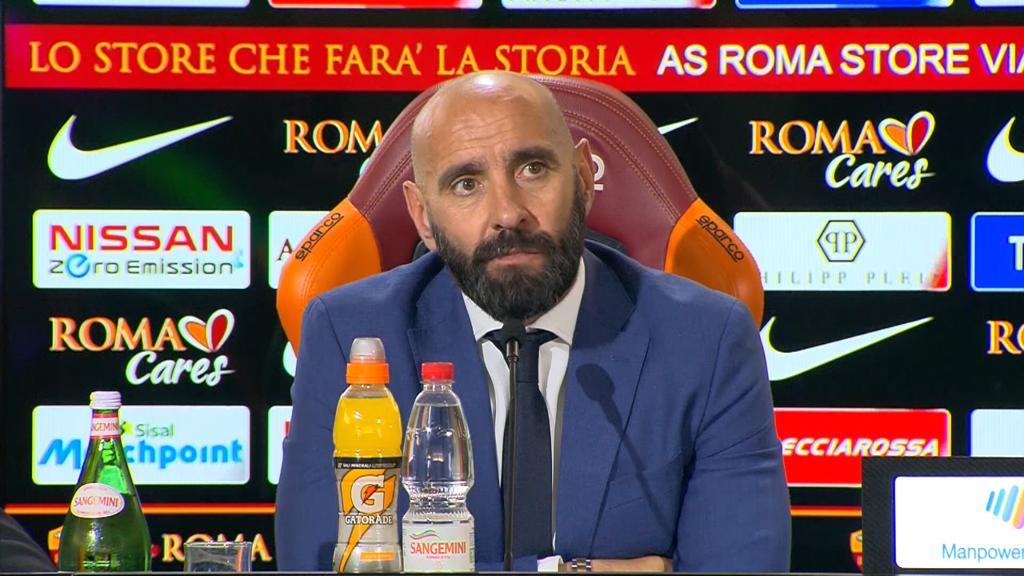 Roma, tensione all'aeroporto: insulti a Monchi e alla squadra