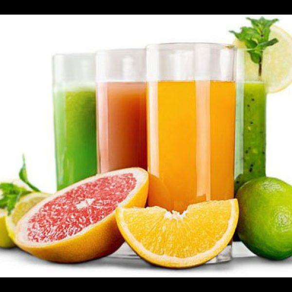 Il succo di frutta mai a merenda o a colazione: ecco perché
