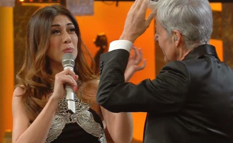 """Virginia Raffaele a Baglioni: """"Sei come il vino, ogni anno che passa invecchi"""""""