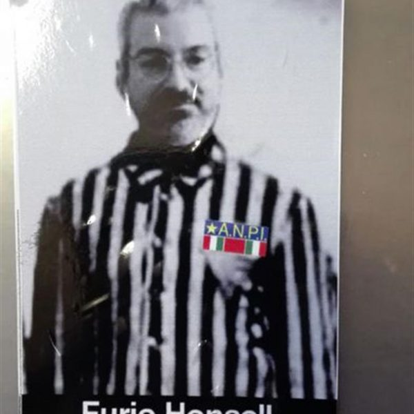 """""""Honsell sindaco di Auschwitz"""": Udine sconvolta da adesivi antisemiti"""