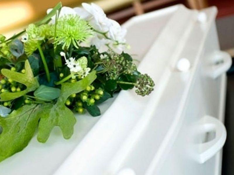 don Livio Fabiani, funerali Alessia, funerali Cisterna di Latina, funerali latina, funerali Martina, prete funerali latina contestato, strage latina